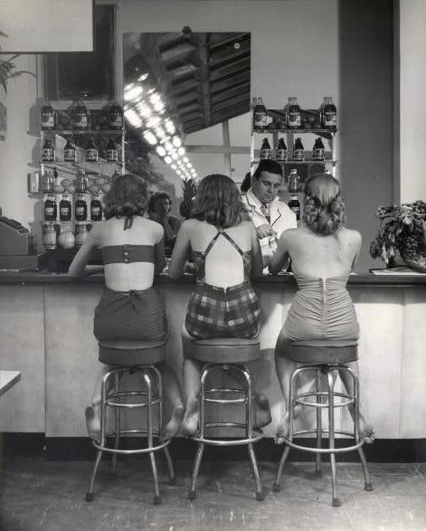 ∴ Trios ∴ the three graces & groups of 3 in art and photos - summer soda fountain trio of women, 1940s