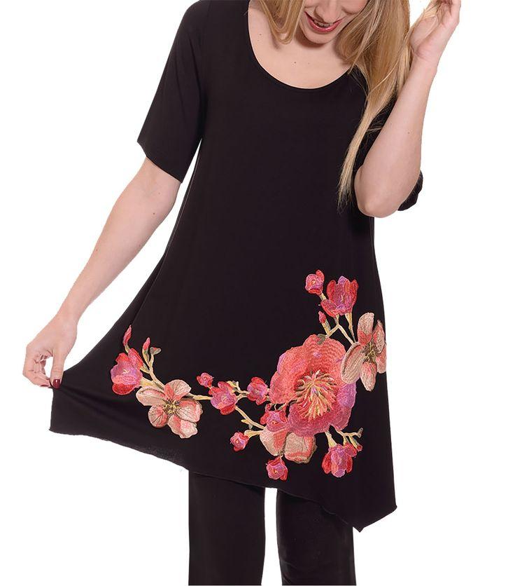Μαύρη μπλούζα με λουλούδια (λεπτομέρεια)