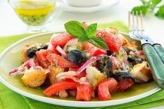 Лето в тарелке: 10 рецептов салатов из свежих овощей  Лето само подсказывает идеи замечательных блюд для семейного меню. А главным источником вдохновения для нас являются свежие овощи всех мастей. Сегодня готовим летние салаты и радуем близких неожиданными сочетаниями. #едимдома #готовимдома #лето #меню #рецепты #салат #домашняяеда #овощи