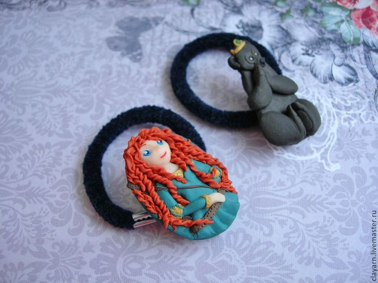 Disney-inspired: Princess Merida and her mother-bear. Handmade, polymere clay
