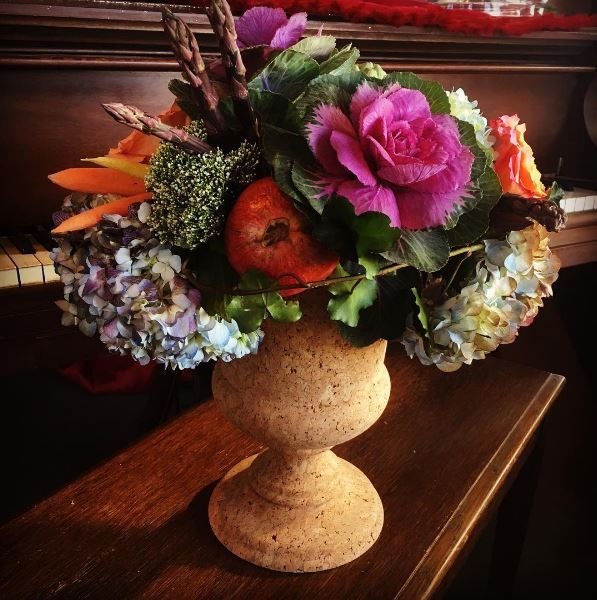 A gorgeous Thanksgiving bouquet in our Juliska Cork urn of fresh purple asparagus, carrots, artichoke, kale and hydrangea. Have fun getting creative in your arrangements using vegetables, sticks, feathers and whatever other interesting textures you can find!