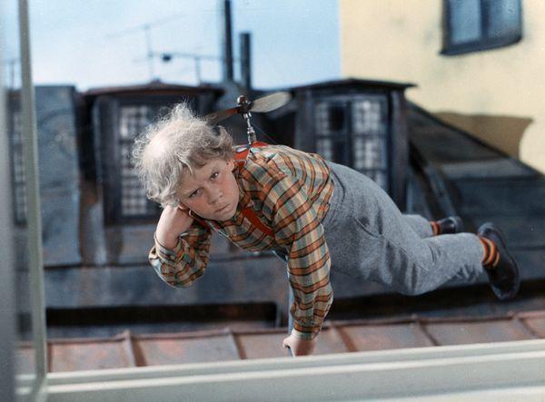 karlsson auf dem dach de jongen met een propellor op z 39 n rug televisieserie v is van