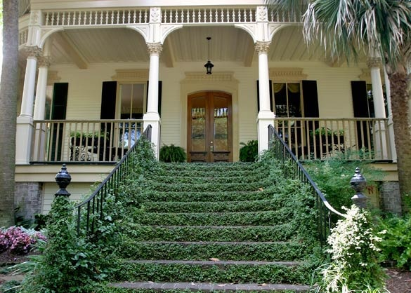 44 best house images on pinterest exterior colors for Southern homes with porches
