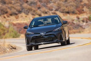 2017-toyota-corolla-xse-front-view-in-motion