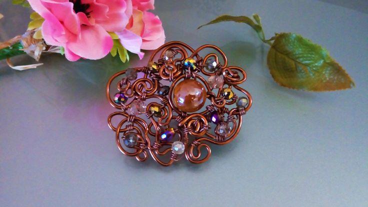 Brooch-stops scarf copper wire ceramic bead & crystals/ Spilla-ferma sciarpa wire rame e cristalli/Ferma sciarpa gioiello fatta a mano di Athiss su Etsy