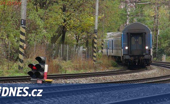 Průtrž mračen podemlela trať Praha - Plzeň, vlaky jezdí po jedné koleji