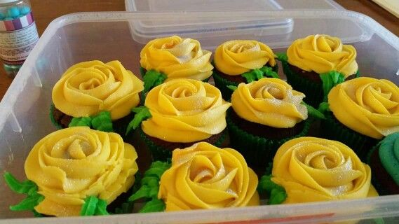 Yellow roses buttercream cupcakes