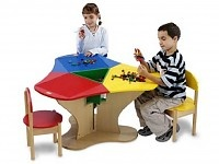 LEGO Speeltafels & speelmeubilair  Aan deze 3 zits legotafel kunnen kinderen zich urenlang vermaken. Inclusief 3 lego stoeltjes.