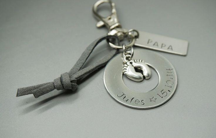 porte clé gravé Papa + prénom enfant et date de naissance daim gris : Porte clés…