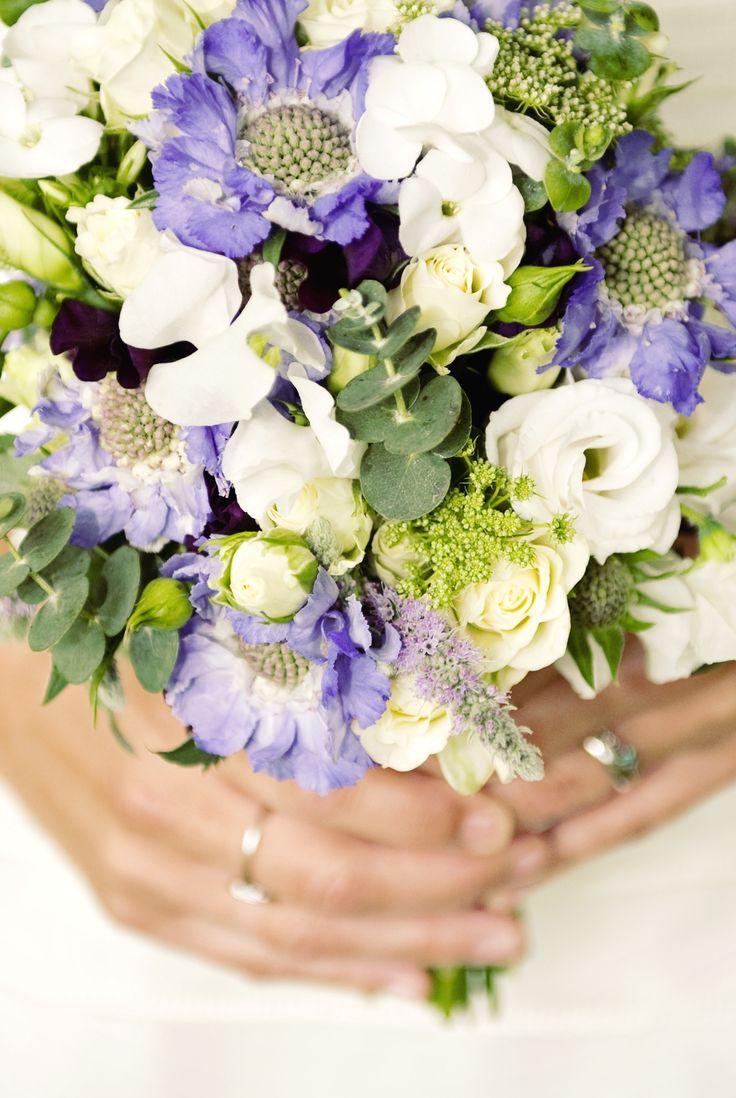 wedding bouquet scabious, lisianthus and mint