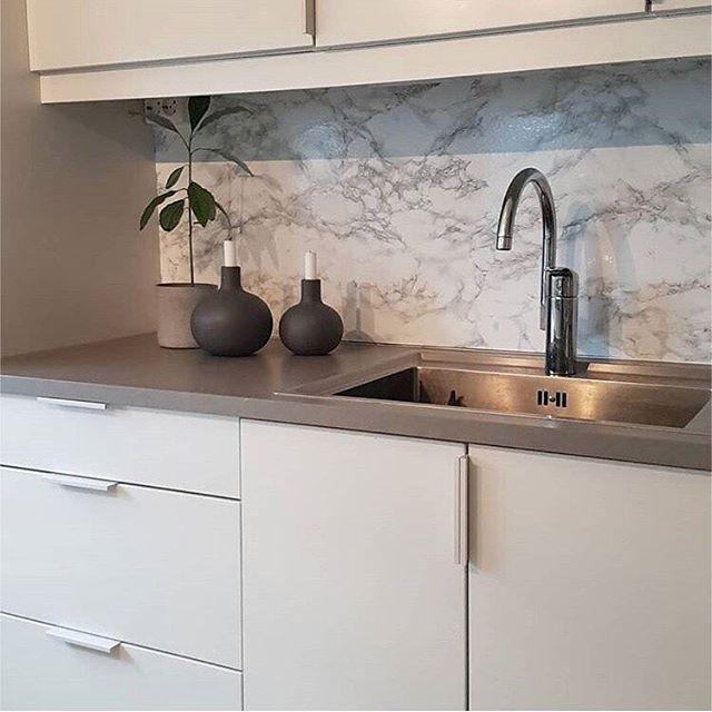 Look at this beautiful kitchen! @lompilo used our #dcfix self adhesive foil marble Marmi grey for the splashback! . On partage aujourd'hui la belle cuisine de @lompilo qui a appliqué notre adhésif d-c-fix marbre Marmi gris sur sa crédence! . . #dchome #marble #marbre #marmi #kitchen #cuisine #splashback #backsplash #credence #kitchendesign #kitchendecor #homedecor #homedecoration #homesweethome #cooking #cuisiner #diy #doityourself #diydecor #diyinspiration #diyideas #inspiration #customized…