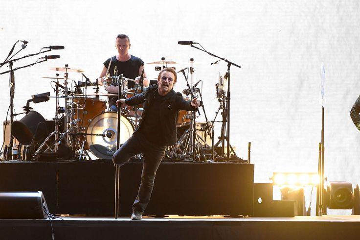On y était ! Grazia a assisté au premier des deux concerts de @U2 au Stade de France. On vous raconte tout sur Grazia.fr (en streamant The Joshua Tree pour se mettre dans l'ambiance) #U2 #concert #TheJoshuaTree (📷 Lionel Urman/Sipa)
