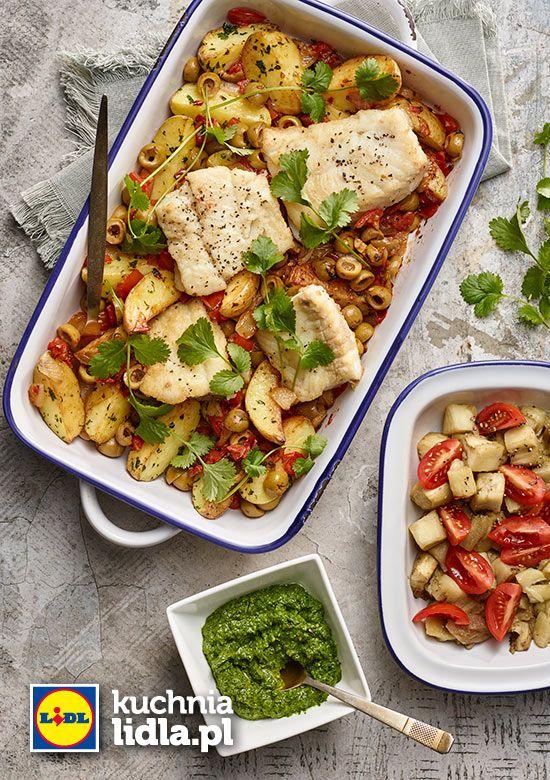 Dorsz z pesto pietruszkowym z bakłażanem z duszonymi ziemniakami w pomidorach. Kuchnia Lidla - Lidl Polska. #lidl #karol #dorsz #pesto