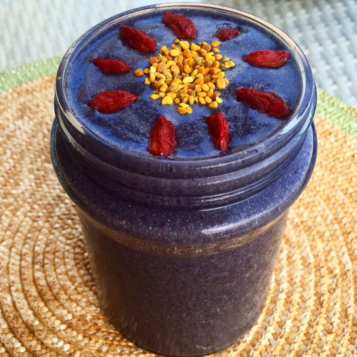 Blueberry acai sunshine smoothie :) frozen blueberries and banana, acai, avocado, spinach, spirulina, sunwarrior protein and water. #cleaneats #grainfree #plantbased #nutrition