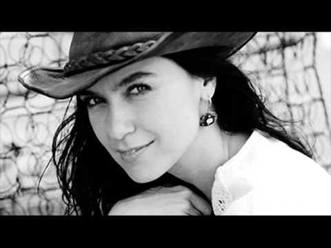 Şevval Sam - Kimseye Etmem Şikâyet - YouTube