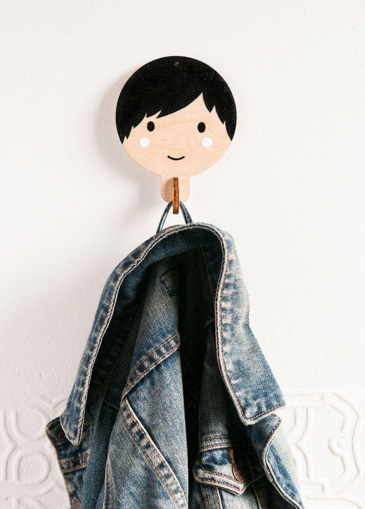 Gancio di cappotto del bambino - ragazzo con i capelli neri di RedHandGang su Etsy https://www.etsy.com/it/listing/209085002/gancio-di-cappotto-del-bambino-ragazzo