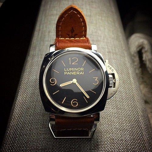 Если Вам понравились эти часы, но Вы не сумасшедший фанат и не голливудская звезда,  которая легко может вытащить десятку тысяч долларов за пару PANERAI –это еще не повод грустить!!! Вам не обязательно закладывать квартиру чтоб купить эти часы, есть решение по лучше!