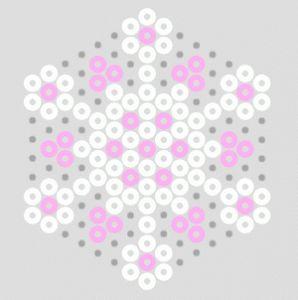 Hiver : boules de neiges et manteau blanc en perles à repasser flocons de neige