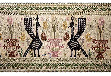 L'antica tradizione dei tappeti sardi di Samugheo che per generazioni si è tramandata di madre in figlia