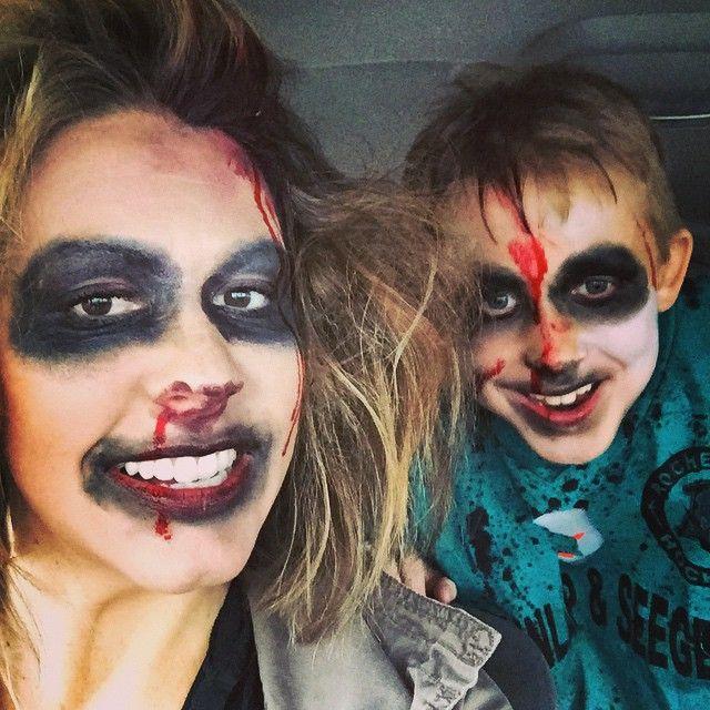 Zombie Hockey Player And Zombie Hockey Mom In 2020 Hockey Mom Hockey Players Mom