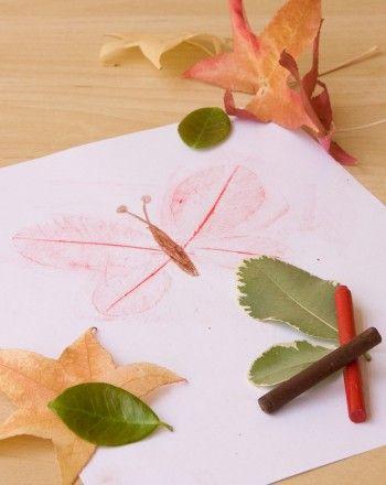 okul öncesi kağıt yaprak üzerine kelebek baskısı yapımı