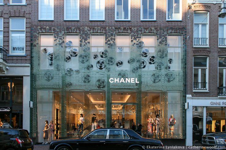 """Флагманский магазин Chanel в Амстердаме, или """"Хрустальный дворец"""", все это про дом из стеклянных кирпичей. ..."""