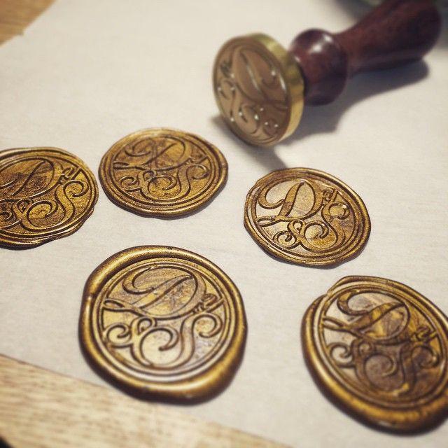 デザインからDIY♡ 家族4人のイニシャル∩˙▿˙∩ #sealingstamp #シーリングスタンプ #招待状 #シーリングワックス