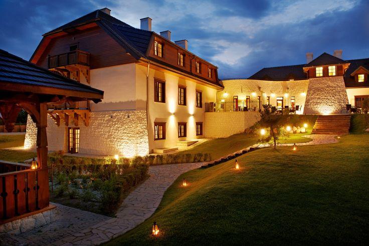 Hotel Kazimierzówka - https://mias.to/miejsce/gory-10-24-120-kazimierz-dolny-hotel-kazimierzowka/