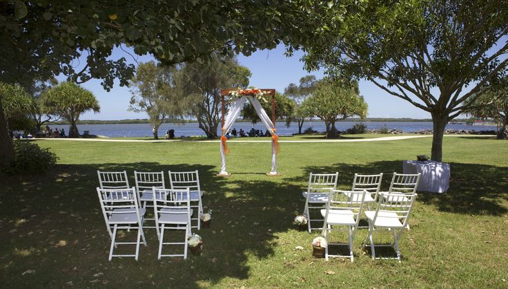 The Sunshine Coast has a variety of stunning areas for weddings some with lovely large trees to keep guests cool for summer weddings