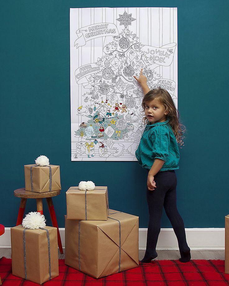 Omy Poster Gigante da Colorare di Natale! 70 x 100 cm + Adesivi che si Illuminano -  Stampa ecologica su carta riciclata! Colorare