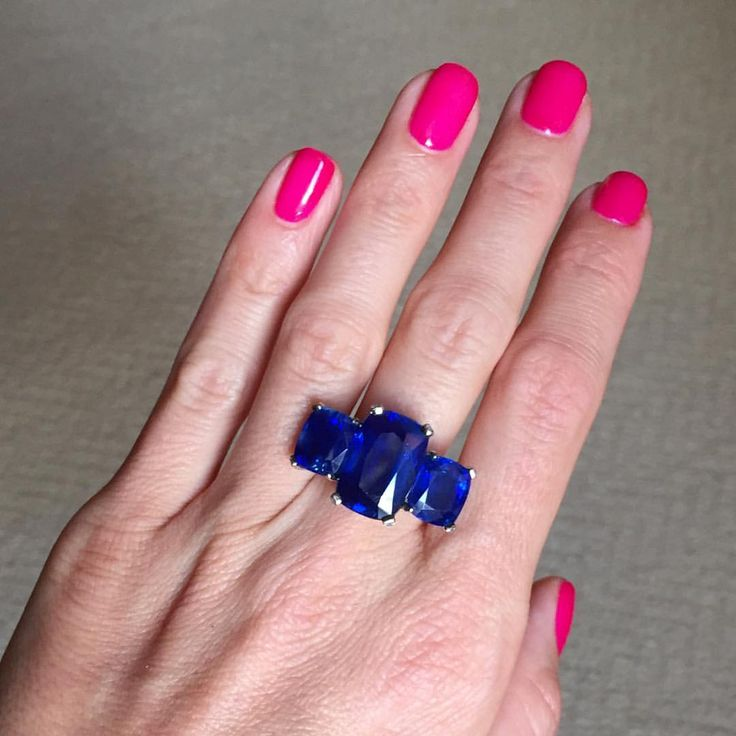 A True Rarity - This Exceptional Unheated Kashmir Sapphire Ring