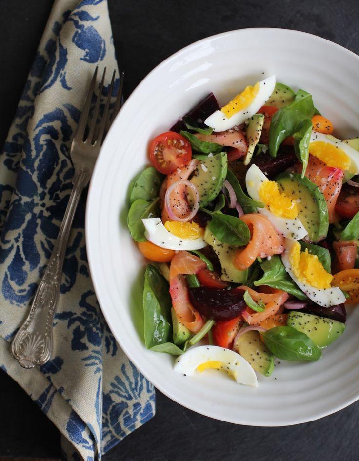 Salada de Salmão Defumado e Abacate com Vinagrete de Limão