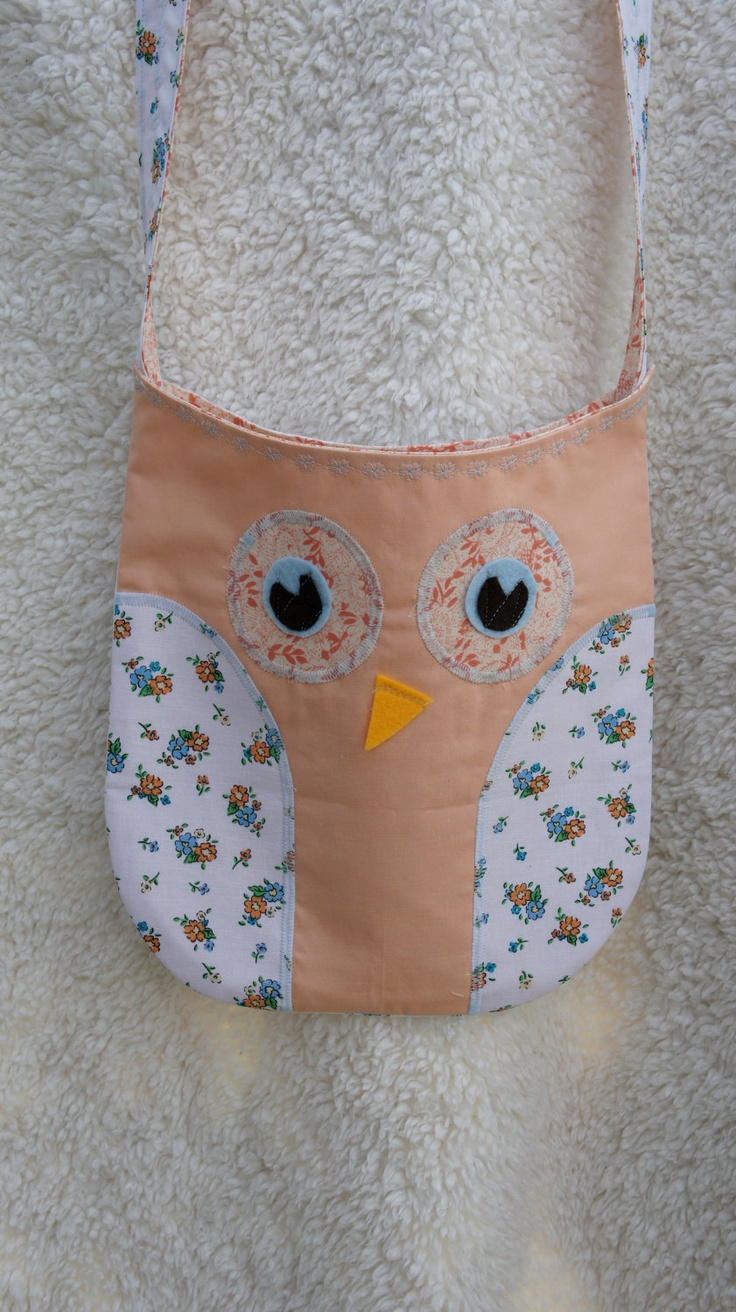 Owl Purse/Bag with Peach and Coral Fabric with a Vintage Inspired Floral. $13.99, via Etsy.: Owl Pursebag, Owl Purses Bags, Owl Pur Bags, Owl Purse Bags, Coral Fabric