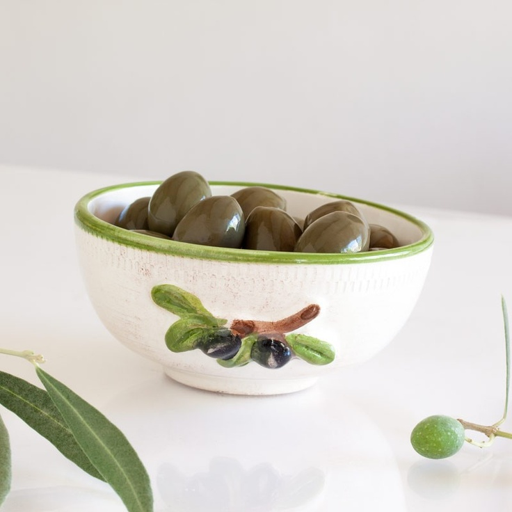 3 CERAMIC BOWLS WITH OLIVES HAND PAINTED - 100% MADE IN ITALY Set is composed by 3 ceramic bowls gently antiqued,  ideal for creating   tasty  and fresh finger food with bread and tuscany oil. We invite you to visit our blog to recreate our finger food's receipts, with images and all the necessary information to reproduce great food compositions.$36.00