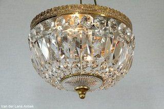 Plafonniere met kristallen 25965 bij Van der Lans Antiek. Meer kristallen lampen op www.lansantiek.com
