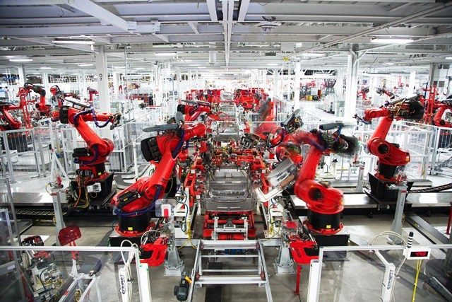 Exklusiver Einblick in die Tesla Factory (Video)