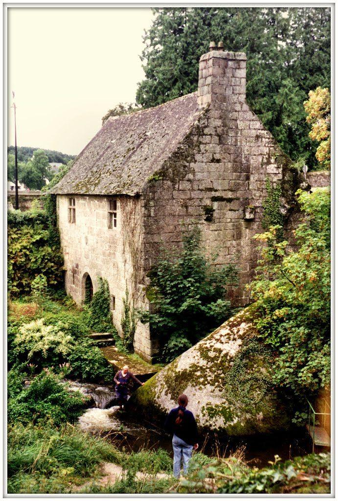Huelgoat, Le vieux moulin dans le chaos granitique, Bretagna, 1992