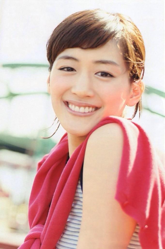 可愛い笑顔の綾瀬はるか。