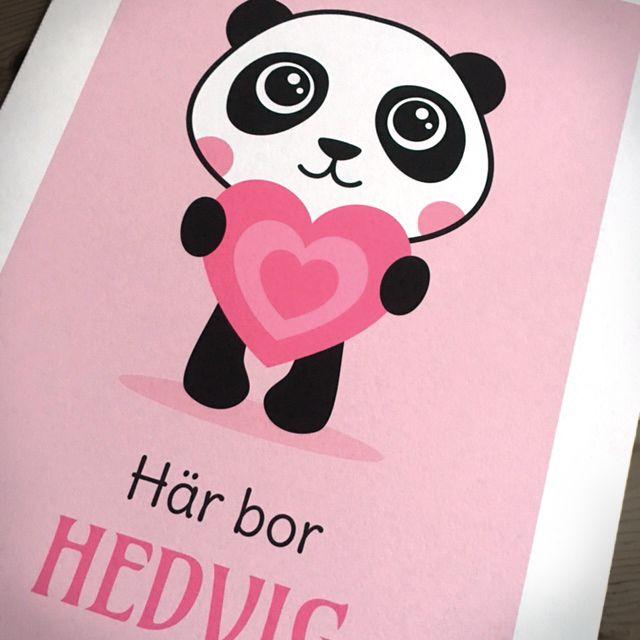 Barntavla med panda och personligt anpassat namn. Fin till barnrum.