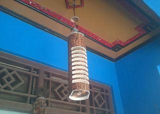 """LAMPU HIAS GANTUNG (IDR 125000/pc) Kode barang : LHG Bahan : Pipa PVC  type Aw (Tebal) Dimensi : Diameter 4"""" T = 40 cm Perkiraan berat : 2.000 gram Kelengkapan : Tempat lampu dan kabel 1 m Lapisan penutup : Vernis 2 x  NB : Lebih ok apabila pakai lampu putar atau kedip 7 warna"""