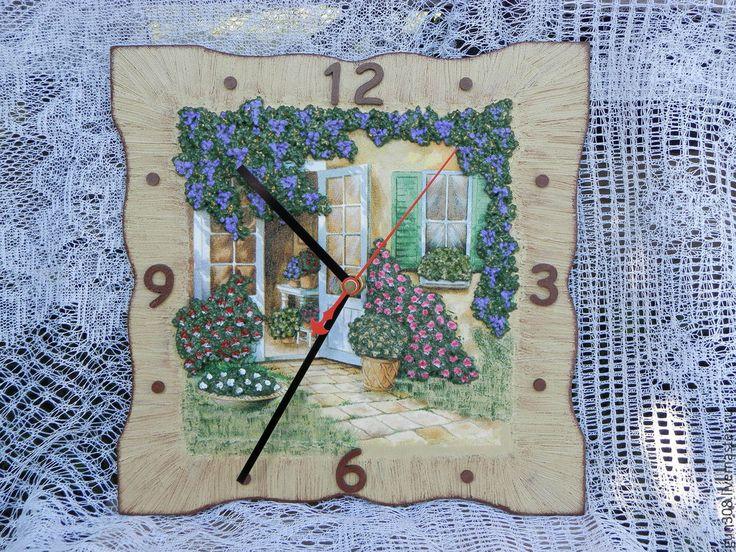 Купить или заказать Часы настенные 'Французский дворик' в интернет-магазине на Ярмарке Мастеров. Часы настенные выполнены в технике декупаж с использованием объемных элементов. Могут стать дополнением Вашего интерьера или красивым подарком. В ра…