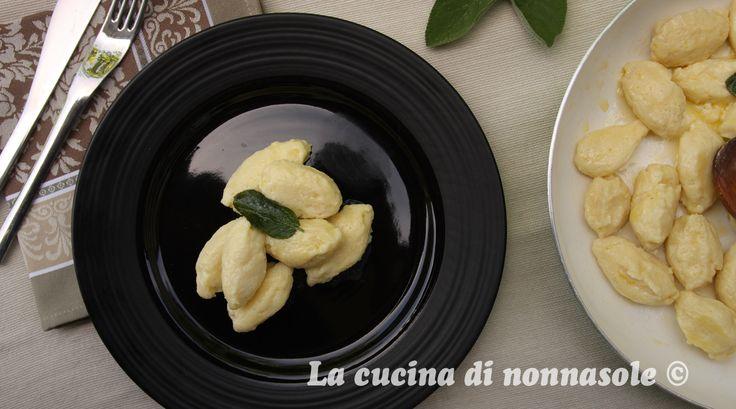 """Questo mese, con la cuochina , Anna  e Ornella , siamo a Recoaro Terme per rifare gli """"gnochi con la fioreta"""", un piatto inserito dal M..."""