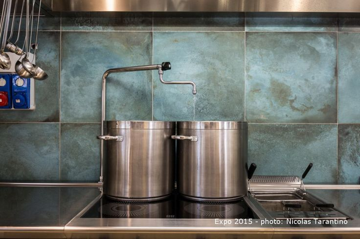 A kitchen wall decorated with tiles that evoke the oxidised metal effect, for a unique and precious look.  #MetalEffectTile, #CaesarTrace, #MetalTile, #KitchenTiles