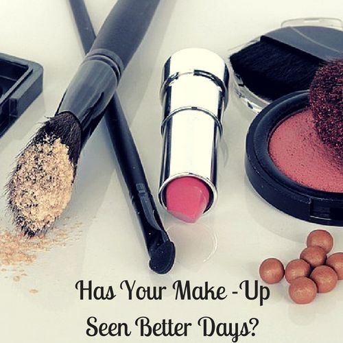 Many of us apply our make-up daily and very often only replace it when something has run out, dried up or we fancy a change… Cosmetic companies are not obliged to print an expiration date on their products, but did you know that we should in fact, replace our mascara every three months?