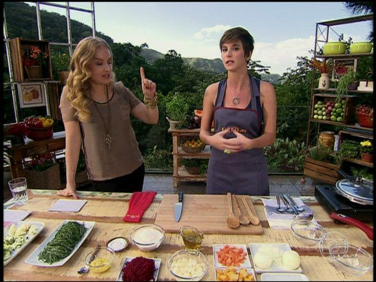Dani Moreno mostra que arrasa na cozinha e prepara feijoada vegetariana http://gshow.globo.com/programas/estrelas/videos/t/programas/v/dani-moreno-mostra-que-arrasa-na-cozinha-e-prepara-feijoada-vegetariana/2582562/