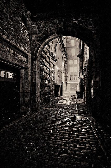 Edinburgh - Dead of Night #alley #street
