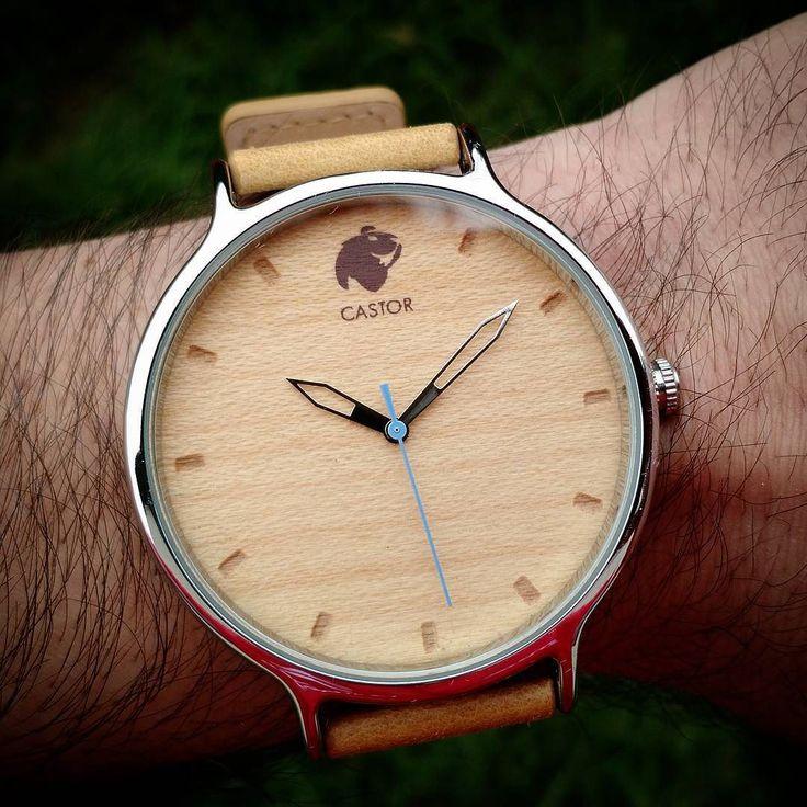 El nuevo #reloj Castor ANDES NORTE también viene con la opción de segundero celeste. Le da un poco más de innovación al clásico cromado. Ven por el tuyo en www.castor-watches.com  envío gratis en todo #chile Whatsapp: 56994033705 #castorwatches #castorandesnorte #relojes #relojesdemadera #woodenwatch #accesorios #watch #watches