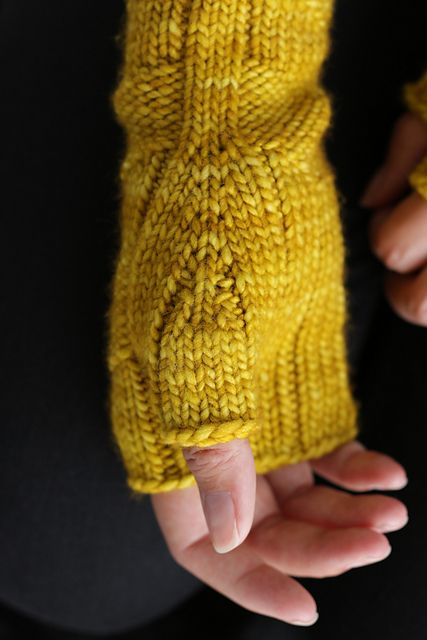Fast Forward Mitts by Simone Bechtold | malabrigo Worsted in Frank Ochre