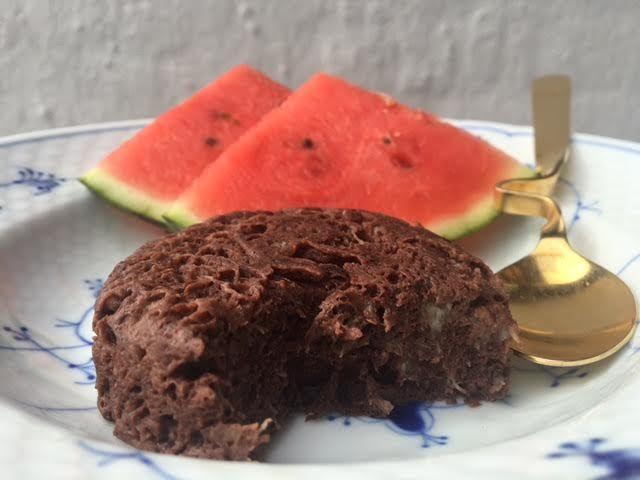 SUND chokoladekage på TO minutter – uden mel, sukker og mælk