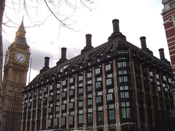 "* Londres * Capital da Inglaterra. ""Portcullis House"". Westminster."